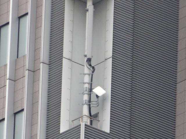 どうでもいいけど,ドコモタワーの側面にワイドスター屋外設置用アンテナをみつけたw IIはないのかな?